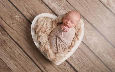 NEWBORN PHOTOSHOOT – Catch A Glimpse Baby!