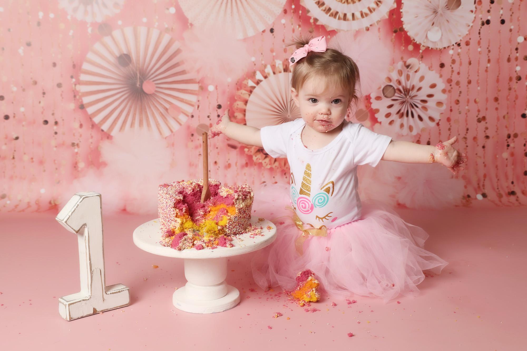 little girl cake smash first birthday photoshoot