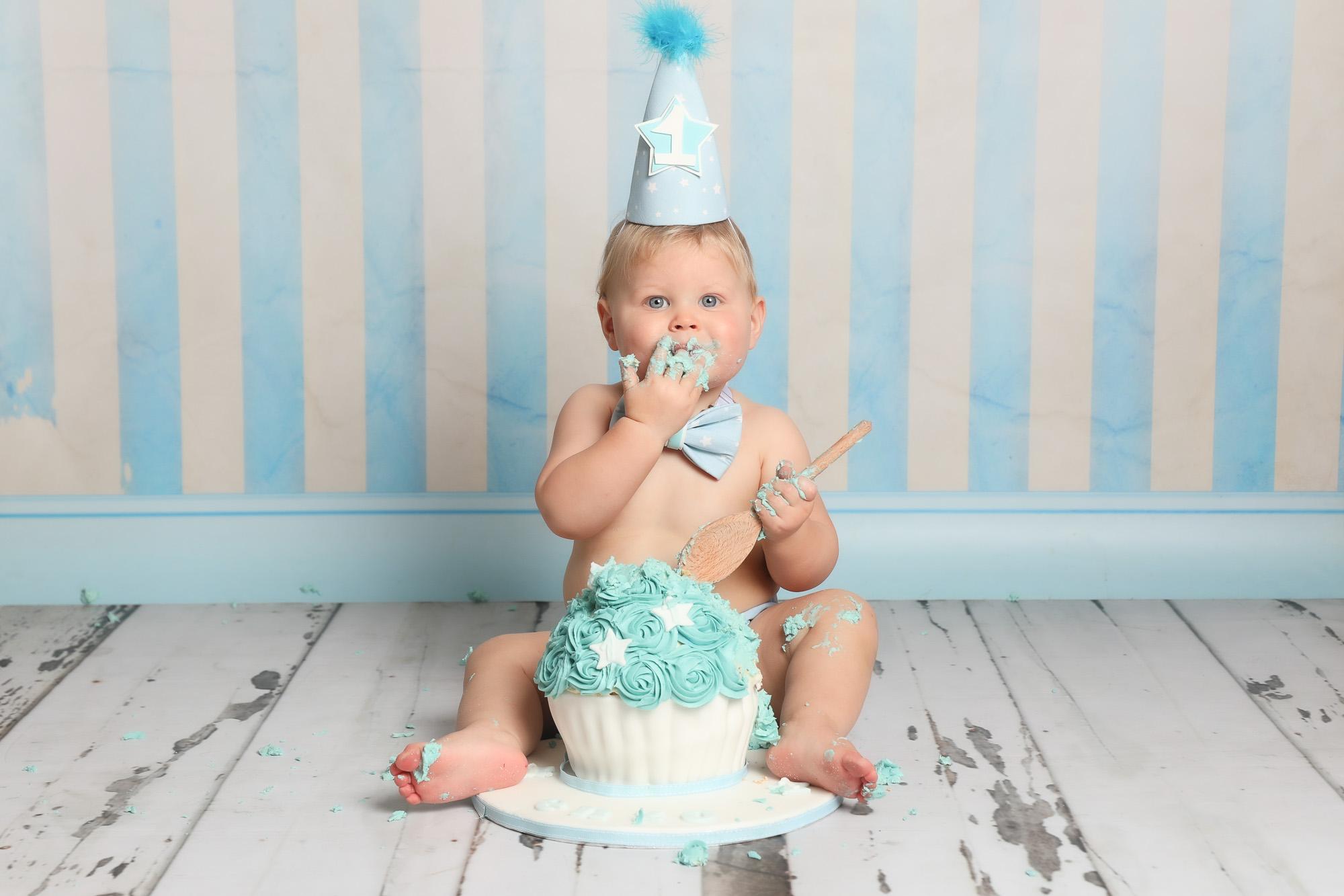 baby boy stripe blue wallpaper cake smash photoshoot