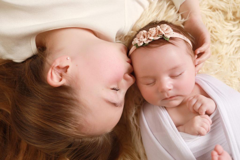 Baby-Big-sister-Kissing